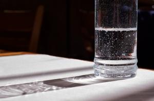 """""""Water Glass Light Shadow"""", de Beatrice Murch"""