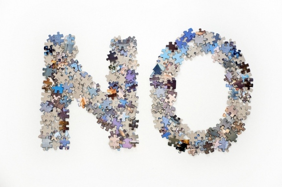 """The word no made from jigsaw puzzle pieces"", de Horia Varlan, al Flickr"