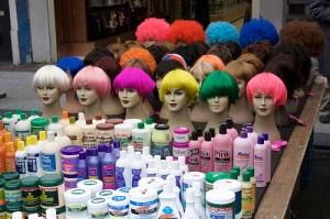 wigs and haircare, de Jeremy Burgin, al Flickr