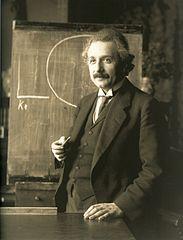 Albert Einstein fent classe, a Viena, l'any 1921, de Ferdinand Schumtzer, a la Viquipèdia