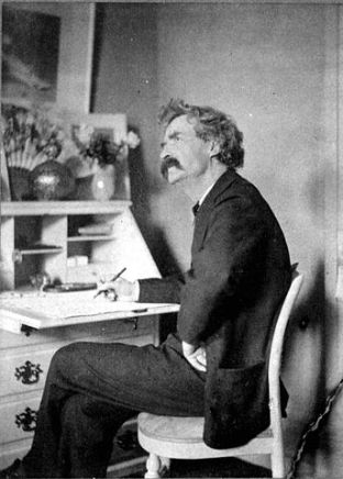 Mark Twain barrinant  a l'escriptori, a la Viquipèdia