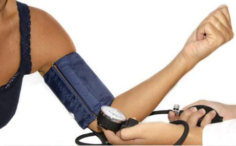 7 Must-Do Routine Checkups All Women Should Undergo - Blood Pressure, de UrbaneWomenMag, al Flickr