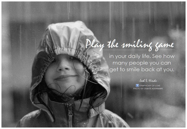 """Play the smiling game in your daily life. See how many people you can get to smile back at you"", de BK, al Flickr"