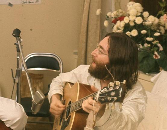 """John Lennon rehearses Give Peace A Chance"", de Roy Kerwood, Viquipèdia"