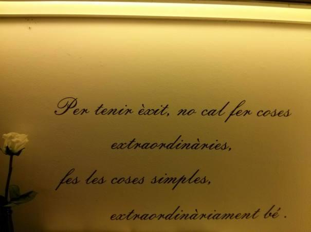 Per tenir èxit ... Frase escrita als murs del Bar Joans, a Barcelona