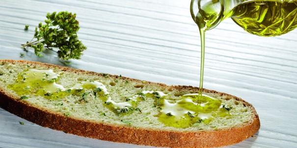 """""""Bread and oil - slice of bread seasoned with olive oil and oregano"""", a Porto Convention & Visitors Bureau, al Flickr"""